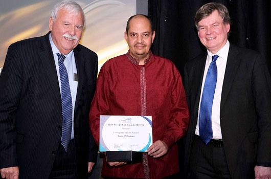 Rumi Mohideen receiving his award