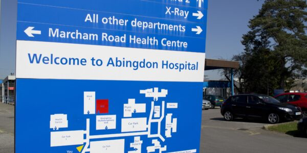 Photo of sign at entrance of Abingdon Hospital
